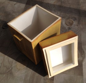 "Medium sized vertical box, open, 6 1/2 x 4 1/4 x 3 3/4"""